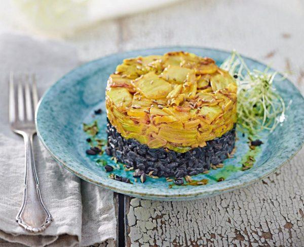Cavolo cinese saltato e speziato con riso nero